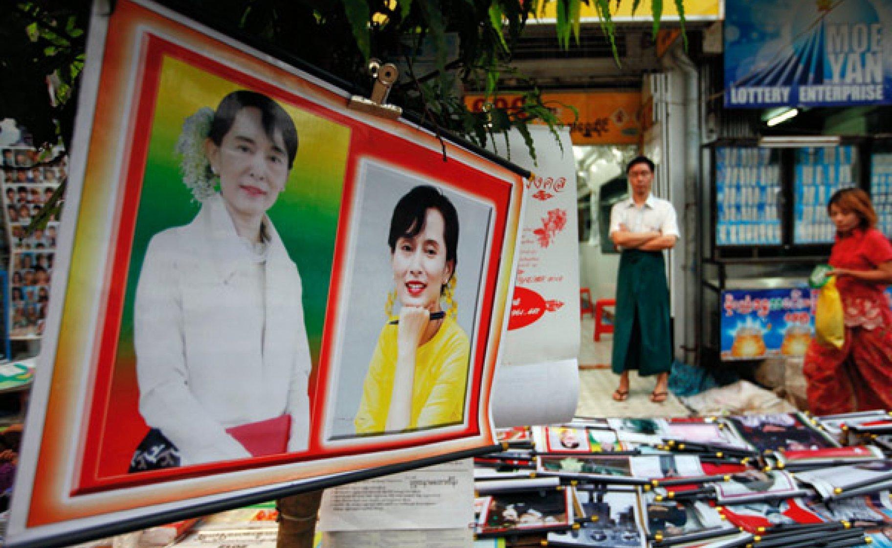 Posters of Burma's pro-democracy leader Aung San Suu Kyi on sale in Rangoon, December 2011 © Soe Zeya Tun/Reuters