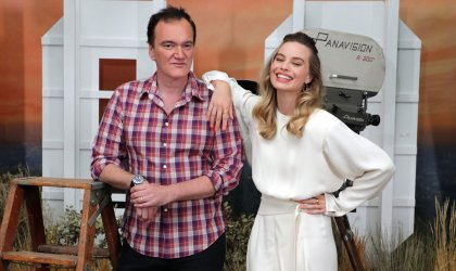 Image of director Quentin Tarantino and actor Margot Robbie