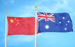 Image of the Australian and Chinese flags