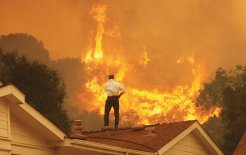 Image of bushfire threatening homes