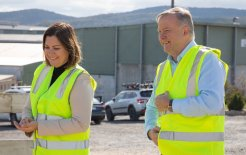 Image of Labor leader Anthony Albanese with Labor's candidate for Eden-Monaro Kristy McBain.