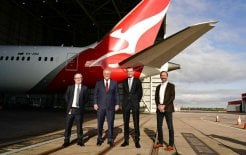 Image of Qantas CEO Alan Joyce, Prime Minister Scott Morrison, NSW Premier Dominic Perrottet and Jetstar CEO Gareth Evans standing in front of a Qantas plane. Image via Facebook