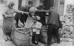 Armenian refugee women and child getting food relief, 1915-16, Library of Congress.