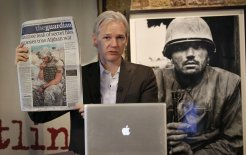 Julian Assange holds a press conference on the 'Afghan War Diary' in London, 26 July 2010. © Leon Neal / AFP / Getty Images