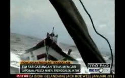 Indonesian search and rescue service responds to sinking ship containing asylum seekers headed for Australia. Metrotvnews.com