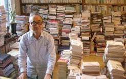 Wild Pilgrim. Ko Un, with his books