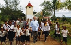 Jose Ramos-Horta with school students in Ermera, Timor-Leste, March 2012. © Beawitharta/Reuters